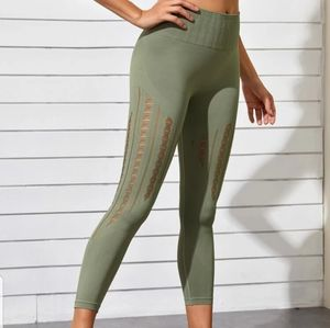 NEW HOLLOW OUT SPORTS LEGGINGS